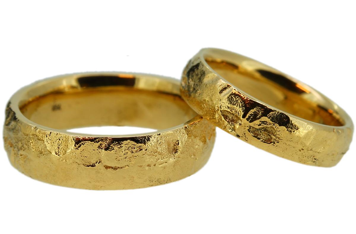 Gelbgold Ringe gegossen