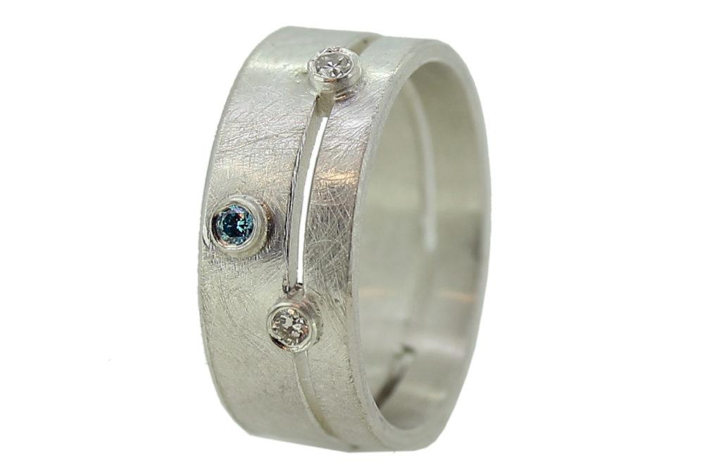 Silber Bandring mit weißen und blauen Brillanten