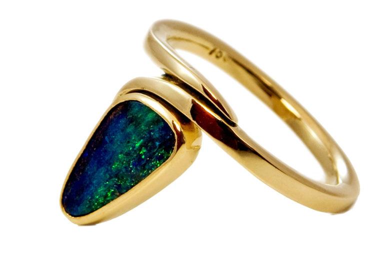 Goldring mit australischem Boulder - Opal