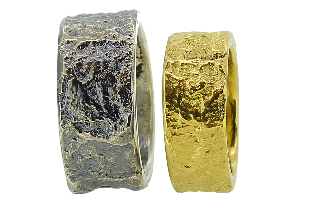 strukturierte Eheringe Gold und Silber