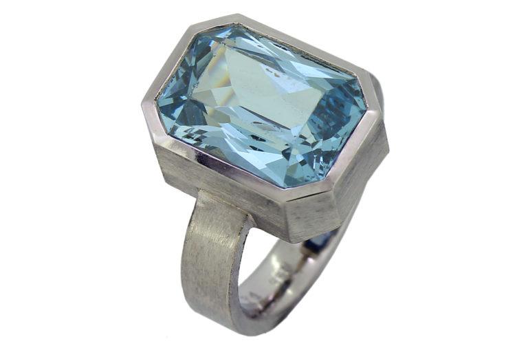Palladium Ring mit Blautopas