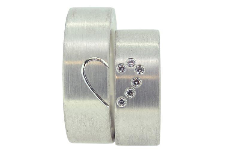 Eheringe aus Silber mit Diamanten